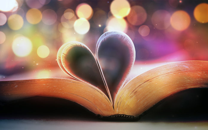 21_0121_DISCIPLESHIP_How-to-Read-the-Bible-With-Your-Heart-and-Head_1021x640-696x436